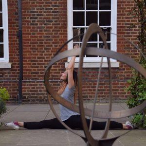 yoga pose hanumanasana