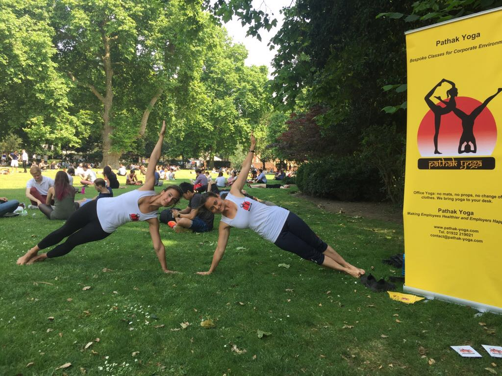 International Yoga Day 2017 Free Yoga Promo Lincoln's Inn Fields, Vasisht Asana Vashisht Asana Vasishtasana Vashishtasana side plank, workplace yoga, office yoga, yoga everywhere, wellness week, desk yoga, chair yoga, corporate health and wellbeing champion, yoga London